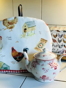 Farmhouse Life Tea Cosy Hens,gingham