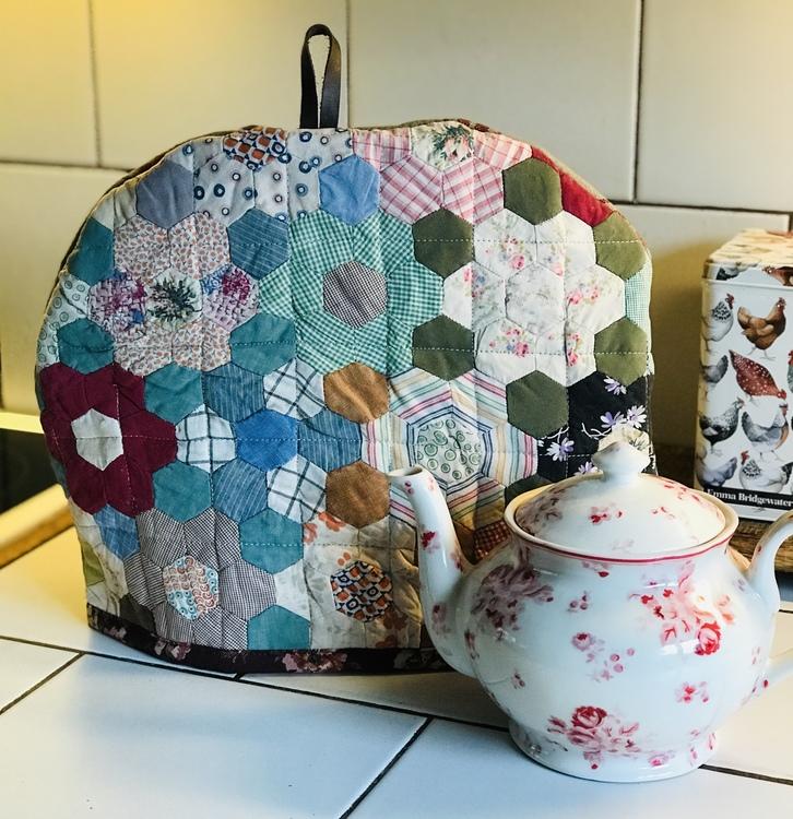 Farmhouse Life Tea Cosy Patchwork / Te huven Lapptäcket