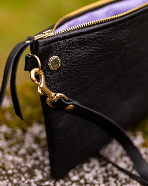VIP Shoulder Bag - Axelväska i läder