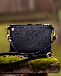 VIP Shoulder Bag - Black - Axelväska i läder
