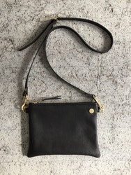 VIP Shoulder Bag - Black - Axelväska i läder