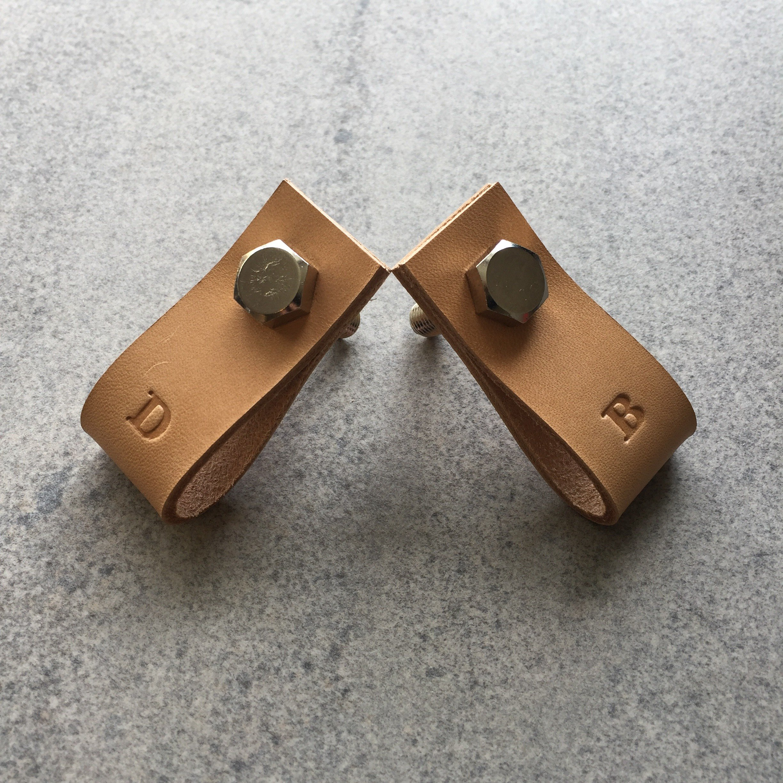 Leather Pull/Handle - Handtag i naturgarvat läder & mässing