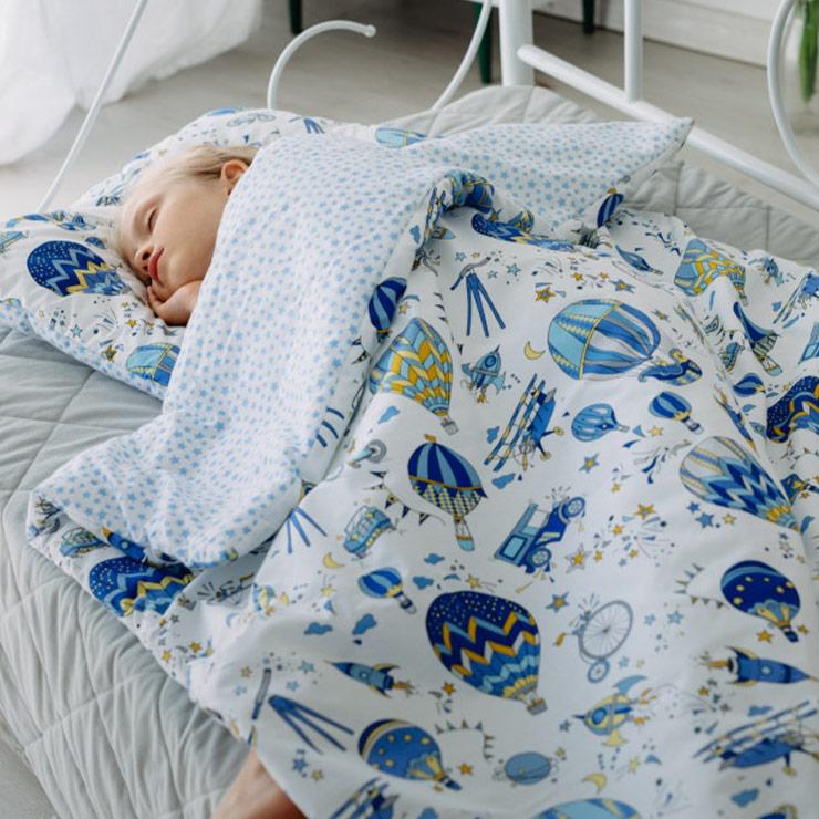 Pulp Bomullstäcke och kudde 80x100cm, Blue Balloons - Elliotti.se
