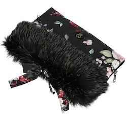 Yosoy handmuff Scandi svart med blommor
