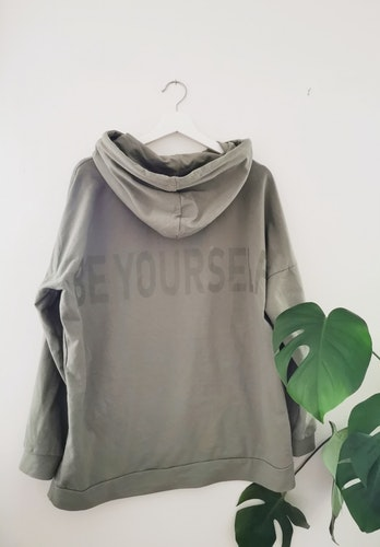 """Oversized Hoodie """"Be Yourself"""" - Olive"""