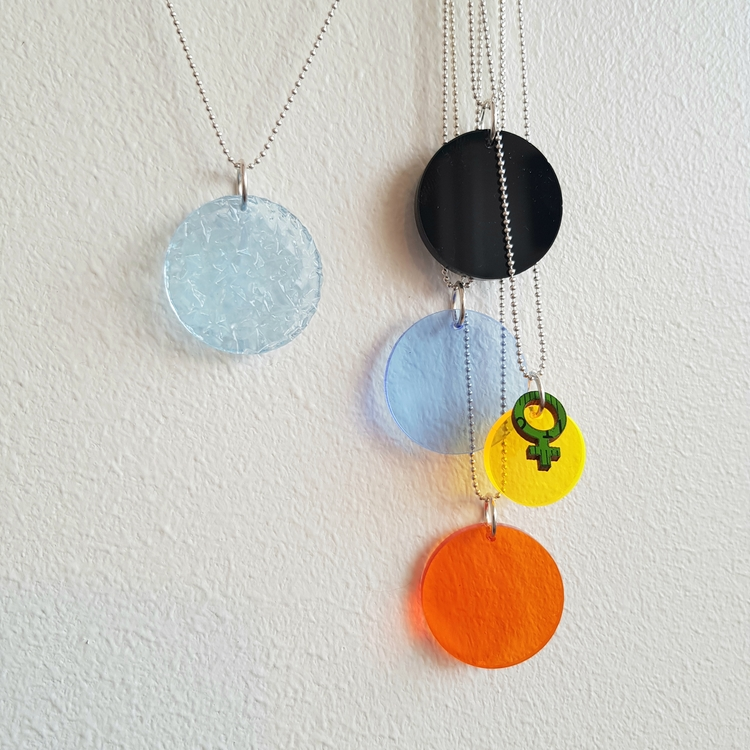 Halsband Cirkus - transparent islandskap