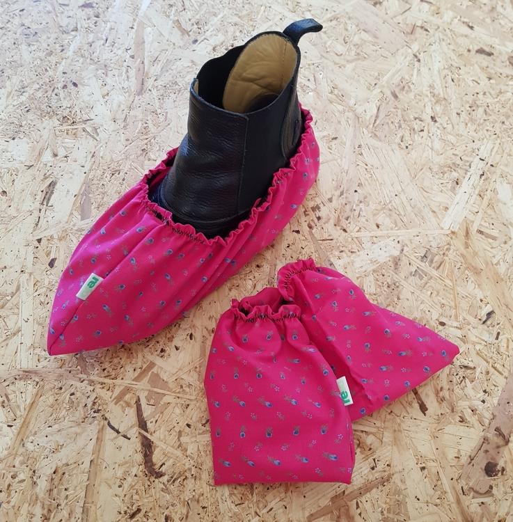 Skoskydd - rosa/blå blommor stl ca 38