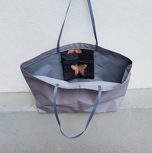 Beach bag / shopping bag - grå med fjärilsmönstrad ficka