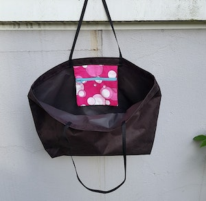 Beach bag / shopping bag - svart med rosamönstrad ficka