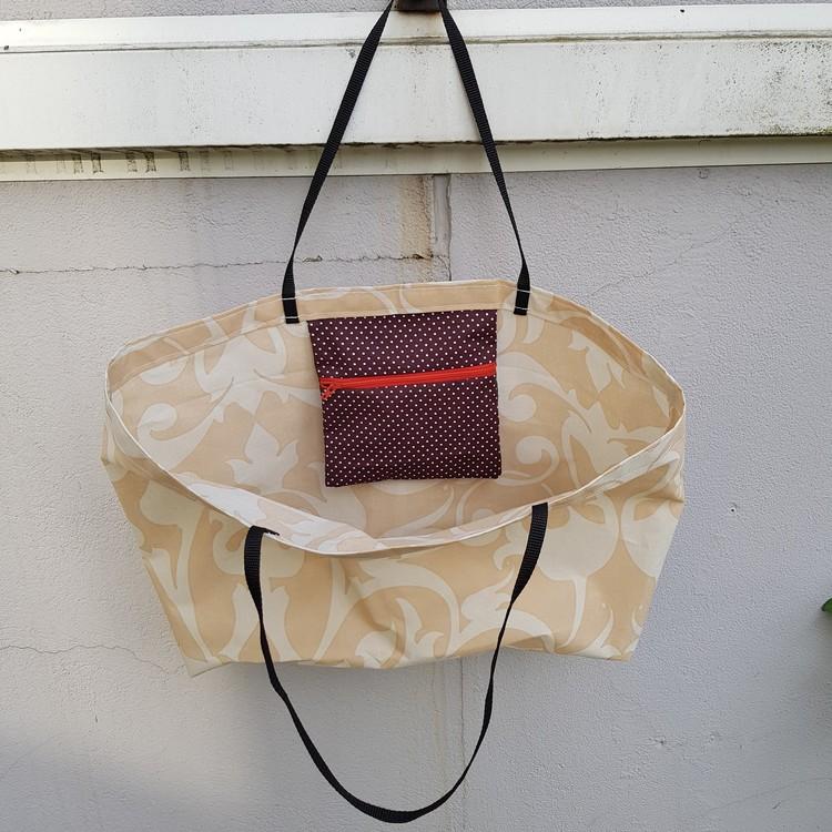 Beach bag / shopping bag - beigemönstrad med prickig ficka