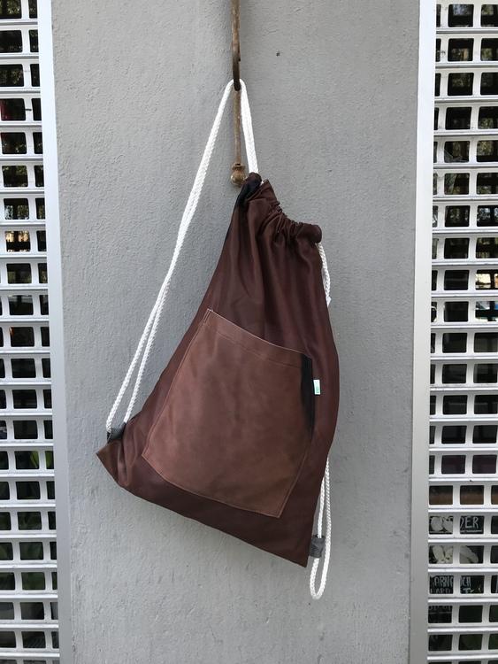 Ryggsäck av reklamvepa - chokladbrun med stor ficka