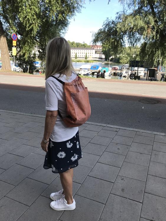 Ryggsäck av reklamvepa - konjaksbrun med stor ficka