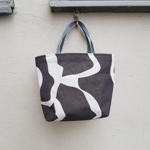 Matlådeväska /lunch bag (mindre) - mörkt grå med vitt mönster