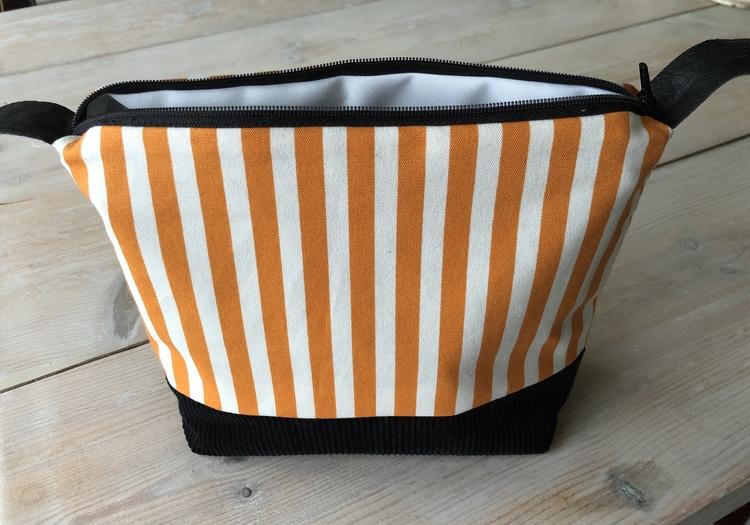 Necessär/Toilet bag - Orange och vit randig, svart botten