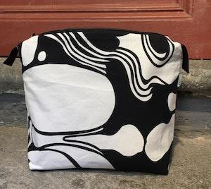 Necessär/Toilet bag - Svart och vit mönstrad