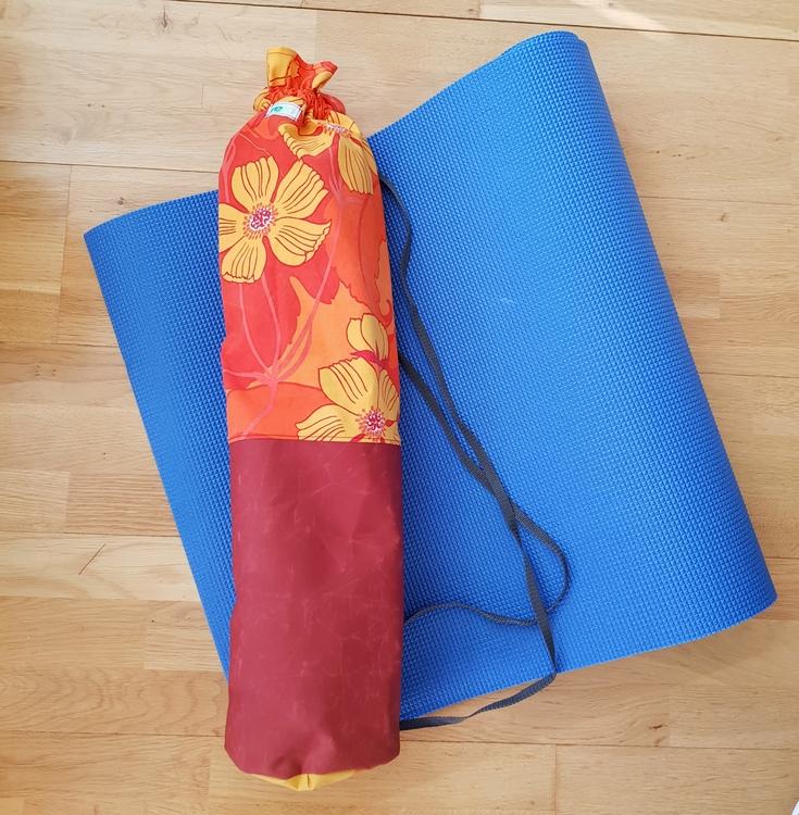 Yogamatta Fodral - roströd & blommigt