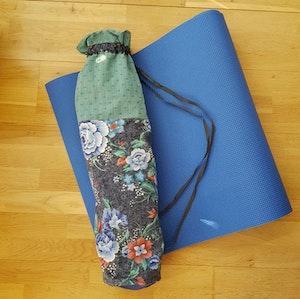 Yogamatta Fodral - dimmigt blommigt
