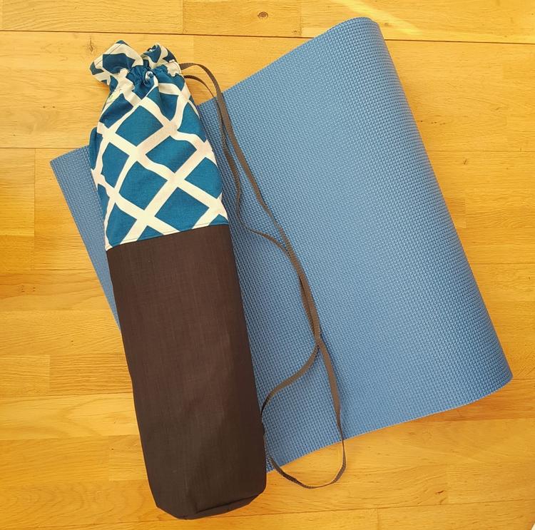 Yogamatta Fodral - Strukturig svart med rutig topp