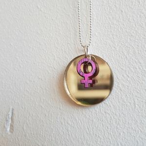 Halsband Cirkus - lyxig guldspegel + feminist