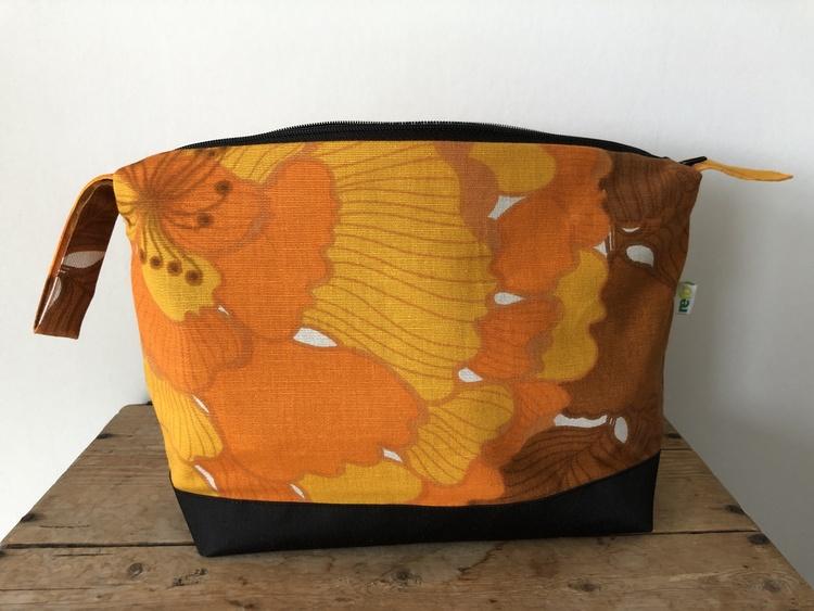 Necessär retro - orangemönstrad extra stor