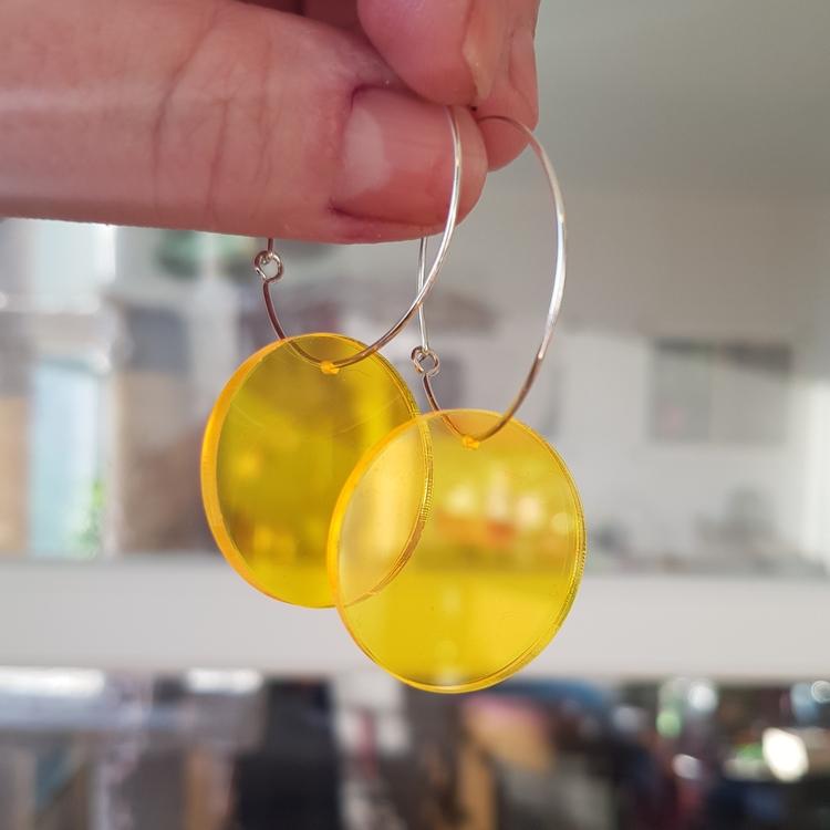 Örhängen Cirkus - lysande transparent gul (större)