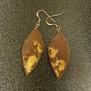 Örhängen - fjäder - brun