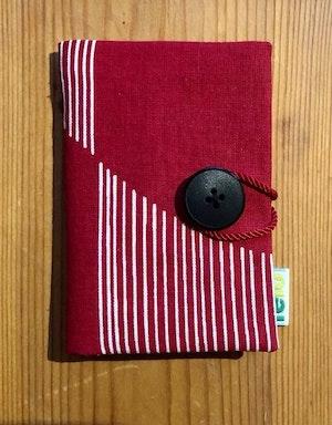 Nålbok /Needle case - röd med vita ränder