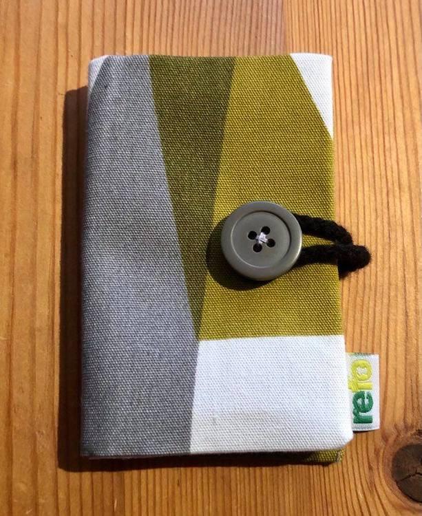 Nålbok /Needle case - grå/grön/vit grafisk