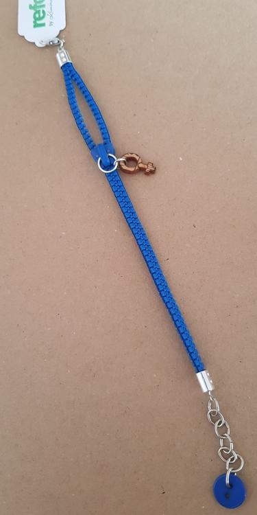 Armband blixtlås  - klarblått med feministsymbol