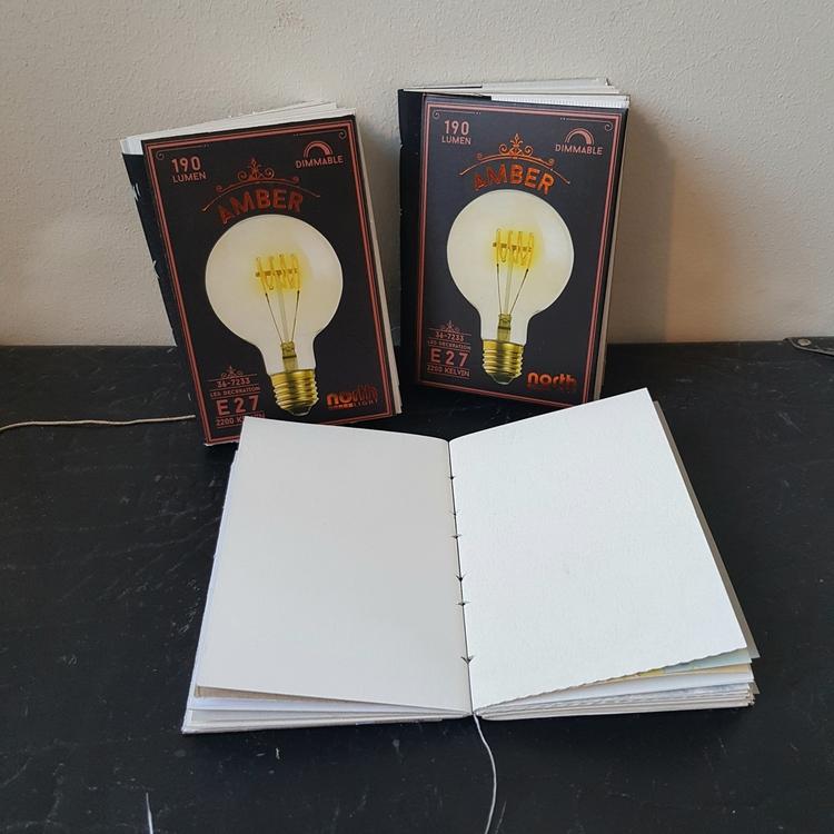 Anteckningsbok, handbunden av återvunnet papper - glödlampa