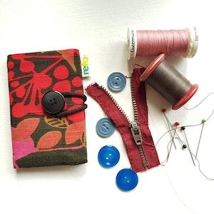 Nålbok /Needle case - retroväxter röd