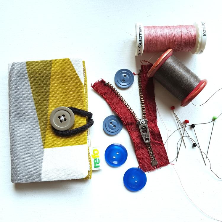 Nålbok /Needle case - senapsgrön/grå