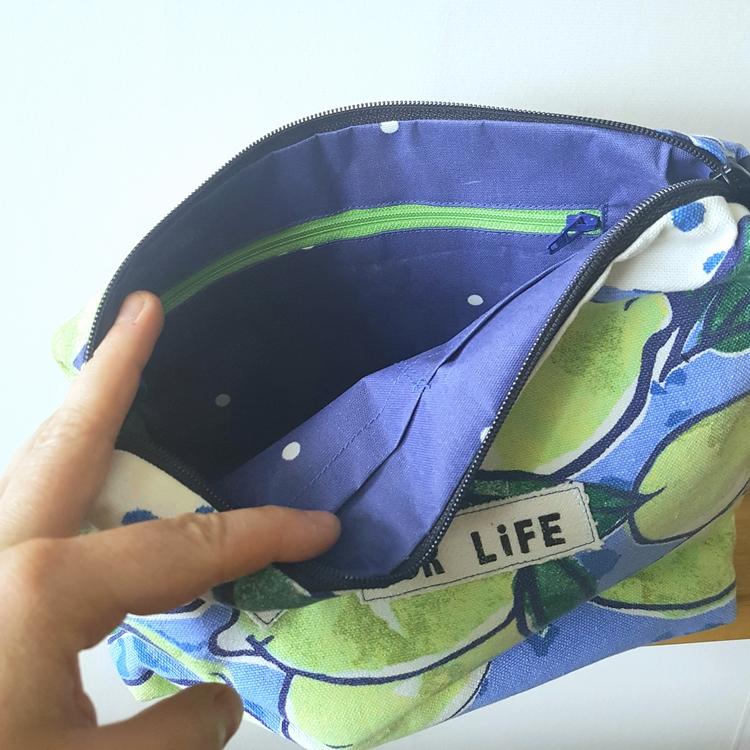 """Necessär/Toilet bag - """"Batikhäxa for life"""" Blå"""