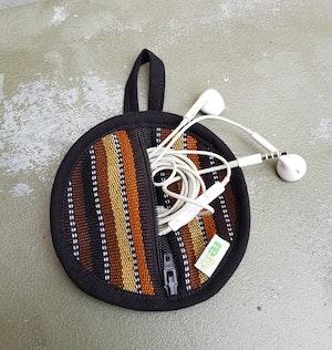 Fodral Till Hörlurar/Earphone Case - Brunrandigt