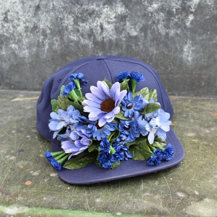 HATS OFF - blå blomster