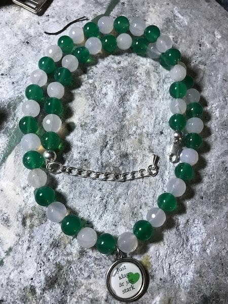 Pärlhalsband av agater