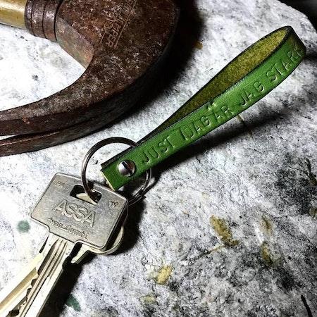 Nyckelring stans på läder