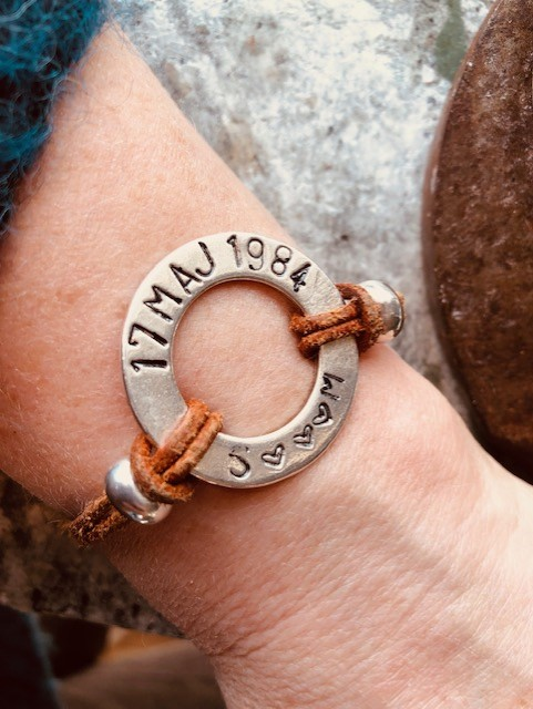 Stansad Ring - Armband med egen text