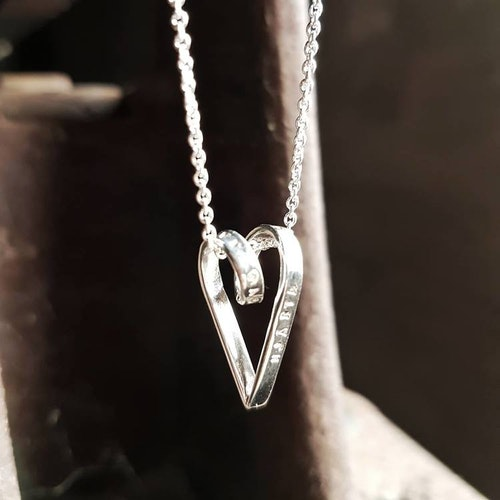 Halsband Krusidull liten-KRAAM