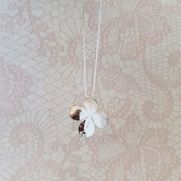 Halsband Flower-KRAAM