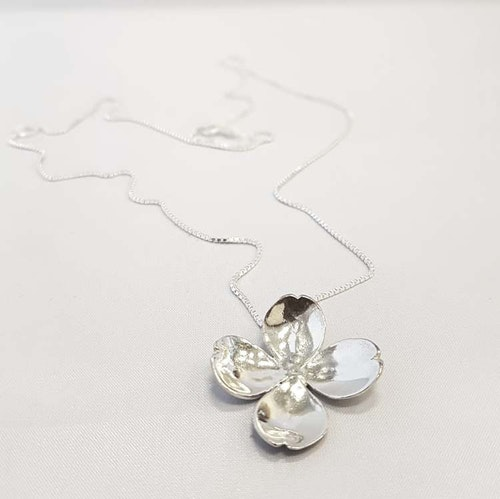 Halsband Flower-KRAAM