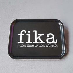 Bricka 27x20 Fika svart- MELLOW DESIGN