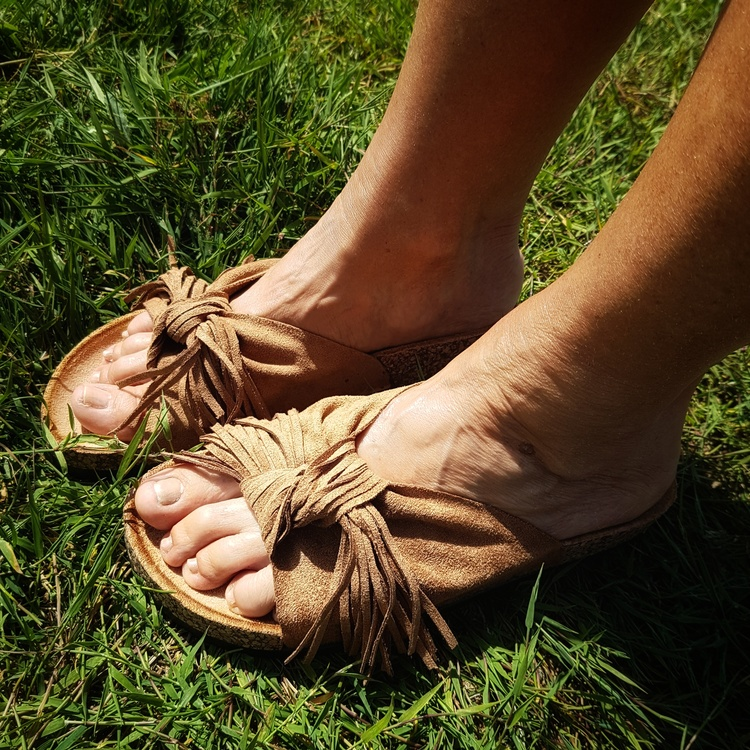 Sandal brun med fransar
