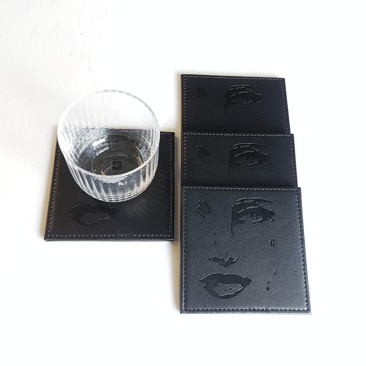 Glasunderlägg Piece svart-Carolina Gynning