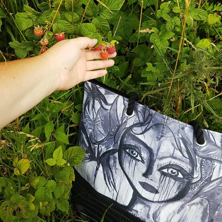 Väska Slice svartvit- CAROLINA GYNNING