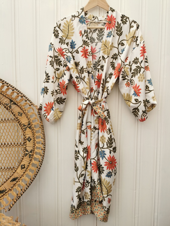 Kimono vit/röd/blå/beige
