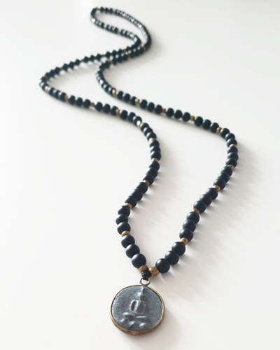 Liten amulett & svart agat