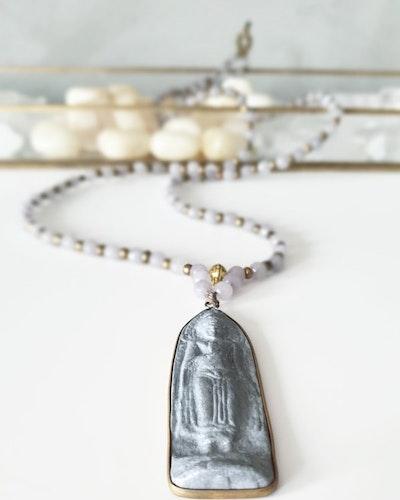 Buddha amulett & facetterad jade