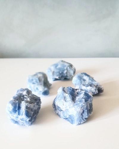 Rå Blå kalcit ca 50-80 gram