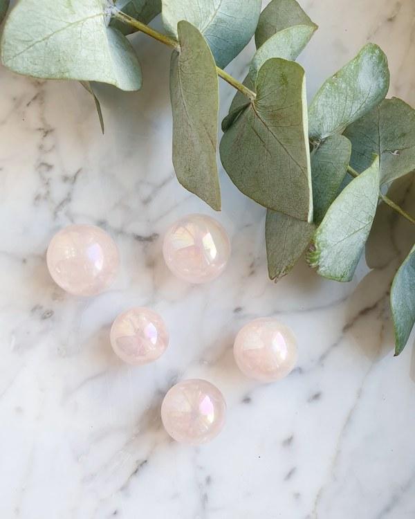 Rosenkvarts aura, klot olika storlekar